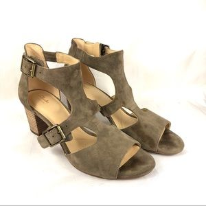 Clark's artisan sandals heels chunky size 9 taupe